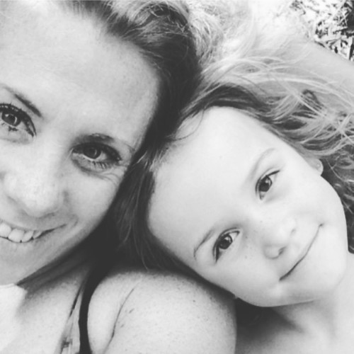Dedicated Mom Quits Job to See the World With Her 5-Year-Old Daughter