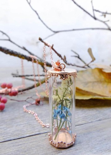 20 Enchanting Pieces of Jewelry Made With Real Flowers