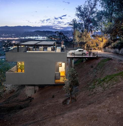 Modern Californian Home Features a Rooftop Garage
