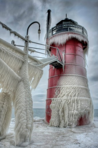 Beautiful Photos of Frozen Lighthouses on Lake Michigan