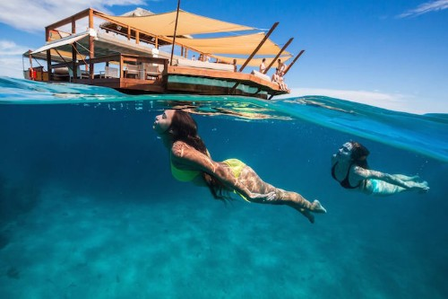 Cloud 9 Pizzeria Floats on Fiji's Breathtaking Turquoise Water