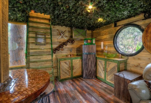 """Lord of the Rings-Inspired Hotel Invites Guests to Live in a """"Hobbit Treehouse"""""""