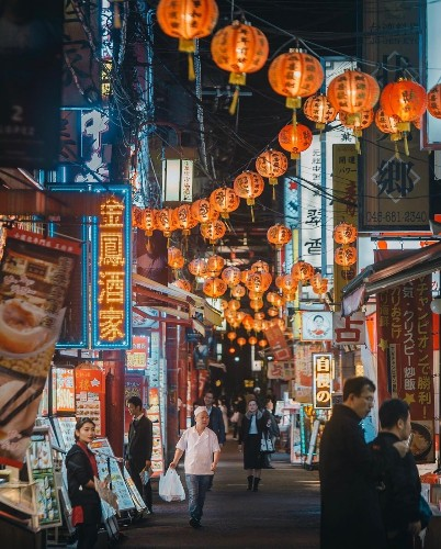 Photographer Captures Busy But Beautiful City Streets Unique to Tokyo