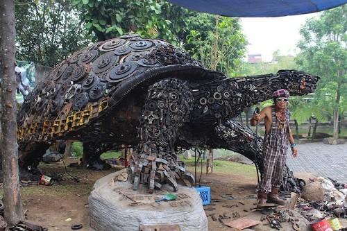 Huge Tortoise Sculpture Emerges from Thousands of Scrap Metal Parts