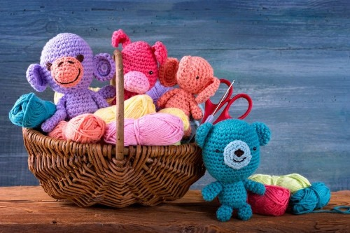 Learn Amigurumi: The Adorable Art of Knitting and Crocheting Small Creatures