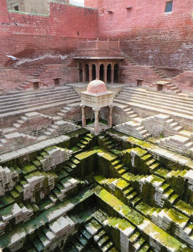 Journalist Spends Four Years Documenting India's Crumbling Subterranean Stepwells Before They Disappear