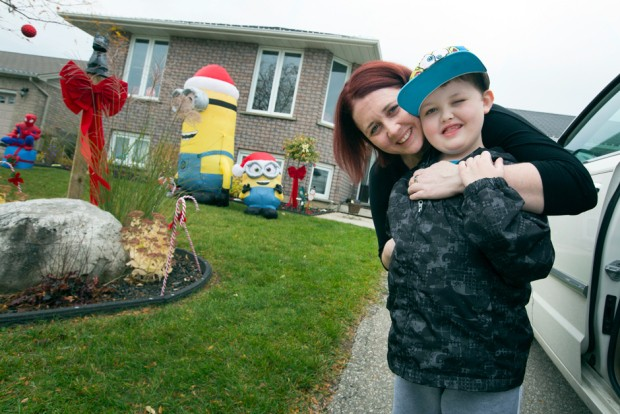 Town Celebrates Christmas Early for 7-Year-Old with Terminal Brain Cancer