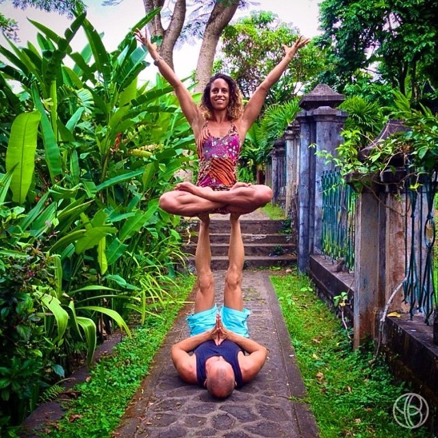 Couple Travels the World Performing Acrobatic Yoga Poses with Gorgeous Backdrops