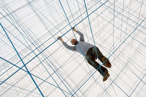 Playful Interior Space Constructed from 3D Grid of Ropes