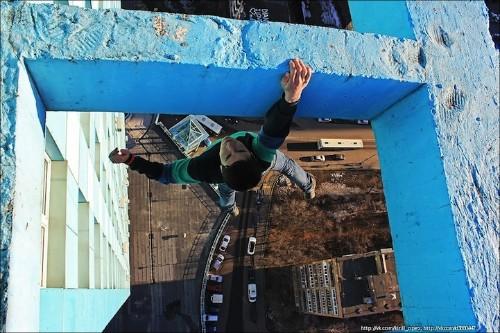 Vertigo-Inducing Photos of a Daredevil Hanging Off Ledges