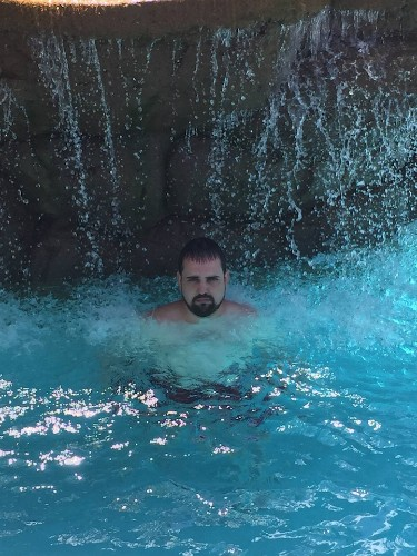 """Hilarious Husband Documents His """"Miserable"""" Family-Less Vacation to Puerto Rico"""