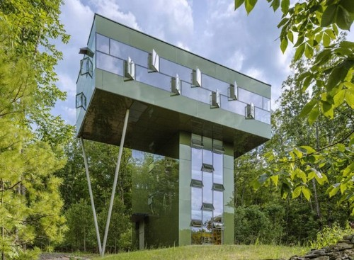 Modern Tower House Camouflages Itself Among the Trees