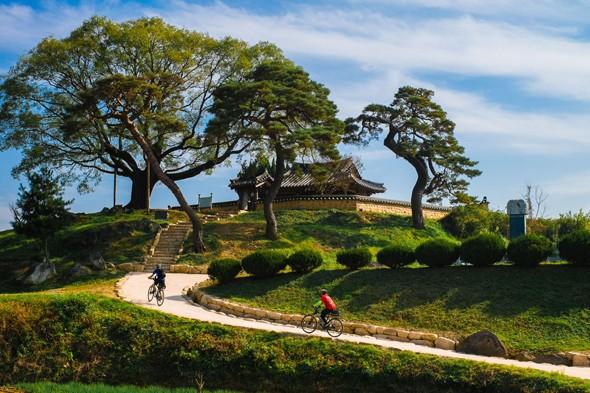 Bicycling South Korea