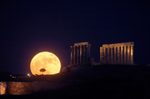 Creepy Full Honey Moon Fills Sky This Friday the 13th