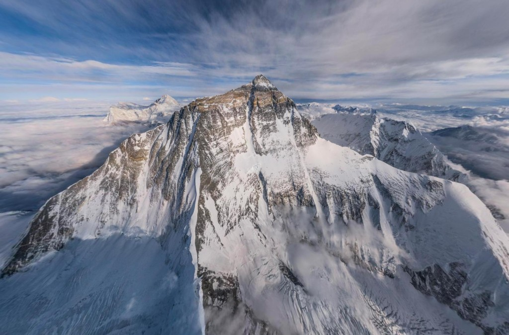 See the summit of Mount Everest in 360 degrees