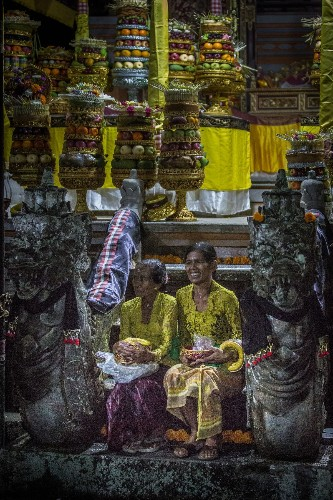 Fruit for the Hindu Gods Photo by Rómulo Rejón — National Geographic Your Shot