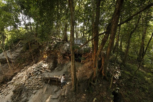 Losing Maya Heritage to Looters