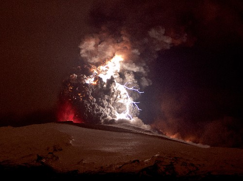 Iceland Volcano Pictures: Lightning Adds Flash to Ash
