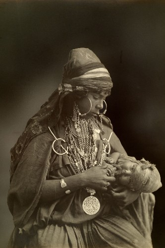 Vintage Photos Celebrate Mothers Around the World