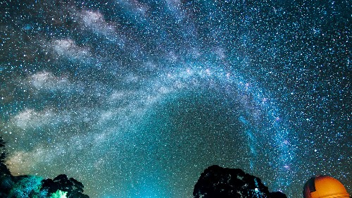 See the Awesome March of the Milky Way Across the Night Sky