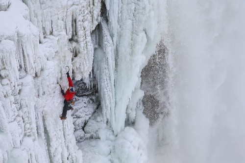 Pair of Ice Climbers Are First to Ascend Frozen Niagara Falls