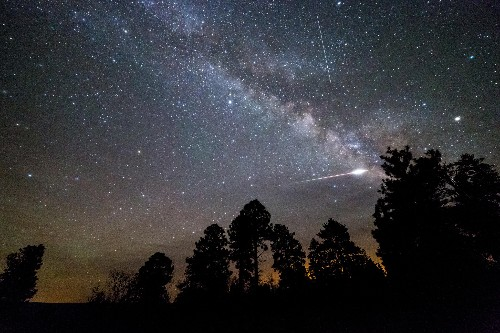 Spring Meteor Shower and 6 More Sky Events in May