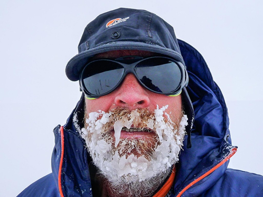 South Pole Explorer Dies in Record Attempt