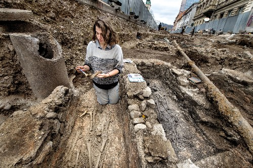 Archaeologists puzzle over mystery woman in early Christian cemetery