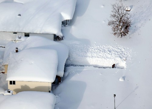 """Amid Epic Early Snows in Buffalo, Explaining the """"Lake Effect"""""""