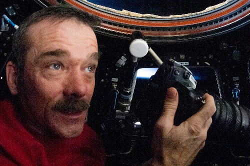 The Astronauts You Should Start Following on Twitter