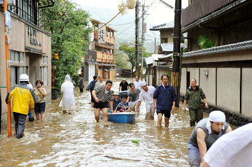 Pictures: Typhoon Lashes Japan