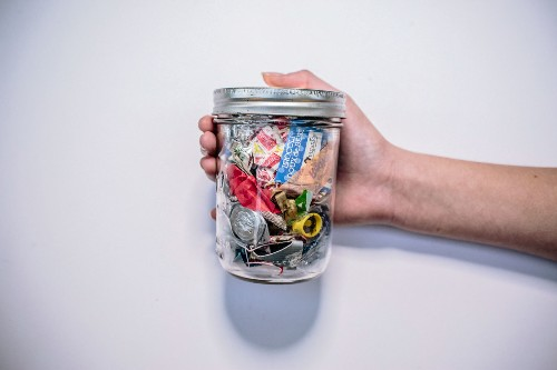 How People Make Only a Jar of Trash a Year