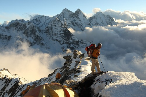Sherpas Take Steep Risks for Life-Changing Pay