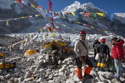 "Photographer of Sherpas: Everest Avalanche ""Will Be Spoken of for Generations"""