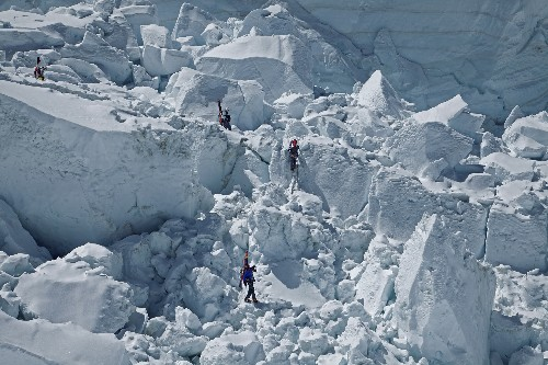 Historic Tragedy on Everest, With 13 Sherpas Dead in Avalanche