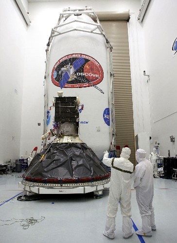 Spacecraft Launched to Watch Earth and Warn of Solar Storms
