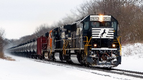 Illinois Village Leads Charge for Tougher Oil Train Rules