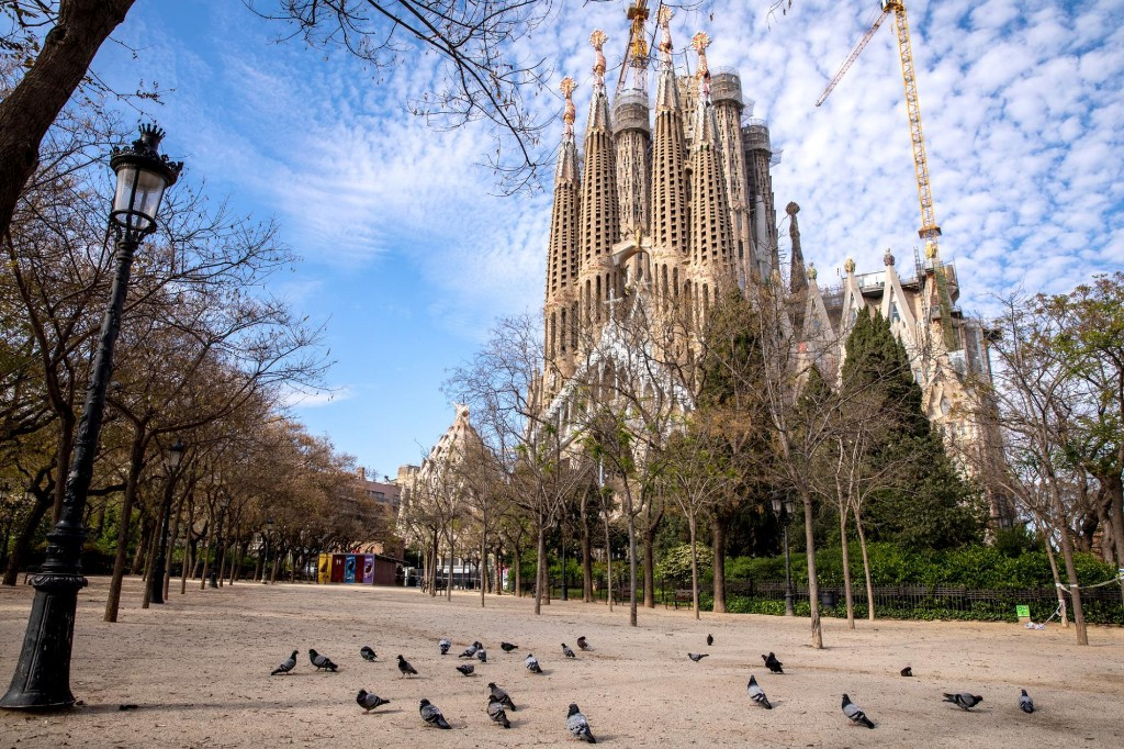Barcelona goes from overtourism to no tourism