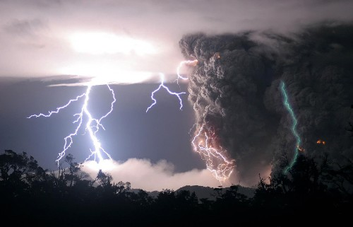 Scientist Solves Mystery of Green Lightning, Says It's Surprisingly Common