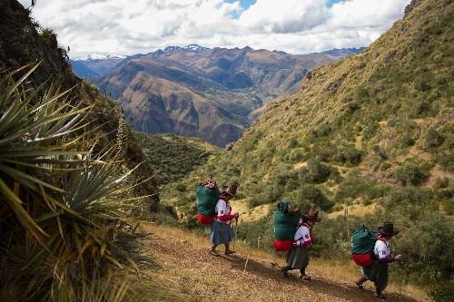 Meet Peru's First Women Porters