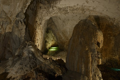 """China's """"Supercave"""" Takes Title as World's Most Enormous Cavern"""