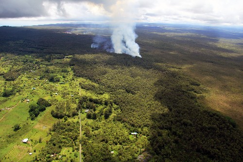 Hawaiian Volcano Sends Lava Oozing Toward Town, With No Telling When It Will End