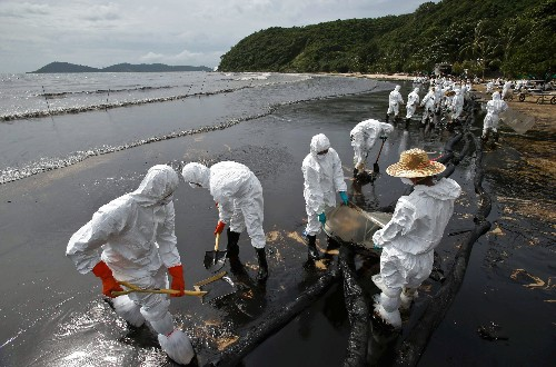 Pictures: Oil Spill Sullies Popular Tourist Beach in Thailand