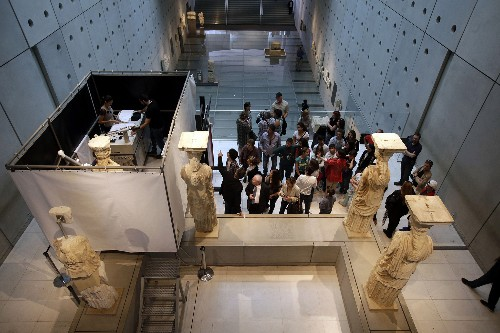 2,500-Year-Old Greek Statues Sparkle After Facelift