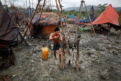 Pictures: Locals Drill for Oil by Hand in Myanmar