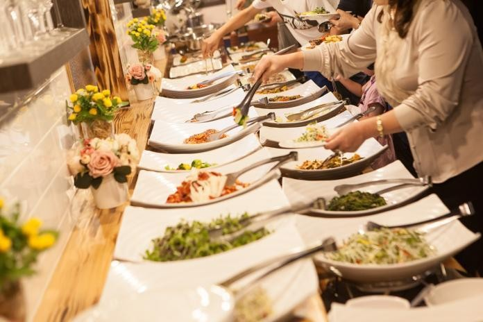 客人沒動的食材會重新岀餐?吃到飽員工抖出「驚人真相」 | 新奇 | NOWnews 今日新聞