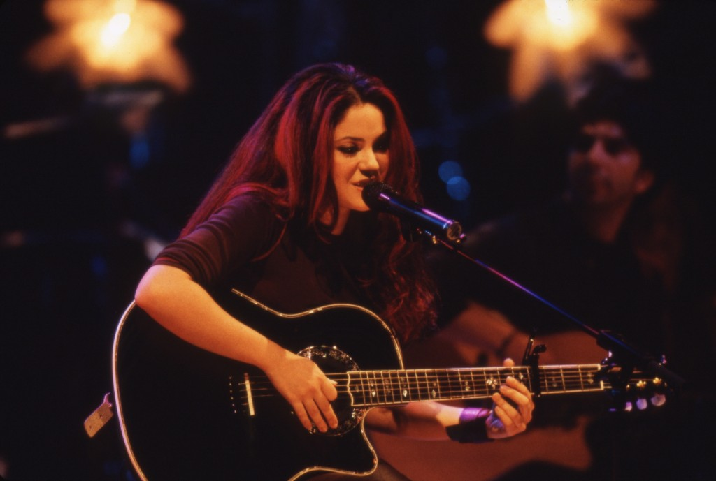 20 Years After She Unplugged For MTV, Shakira Taught Me To See Myself