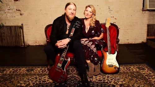 Tedeschi Trucks Band Transform Grief Into Impassioned Musical 'Signs'