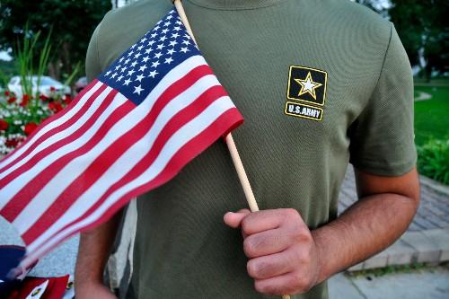 U.S. Army Stops Discharging Immigrant Recruits Seeking Citizenship