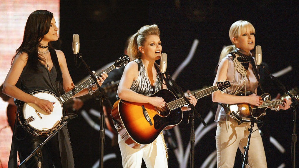 Dixie Chicks Change Band Name To The Chicks
